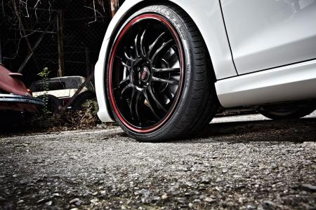 DOTZ_VW Golf VI GTI_Shift pinstripe red_set3