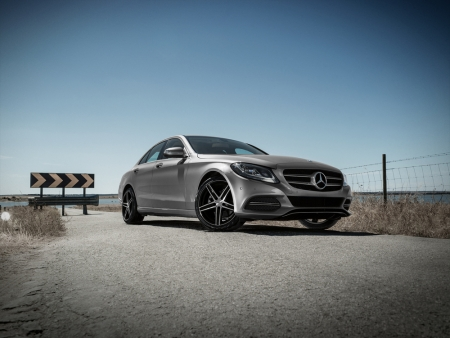 DEZENT TG dark_Mercedes C-Class_Imagepic02
